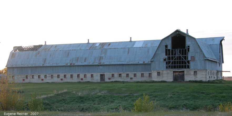 IMG 2007-May26 at Hwy5 near Kamsack-SK:  barn unusually large for its era